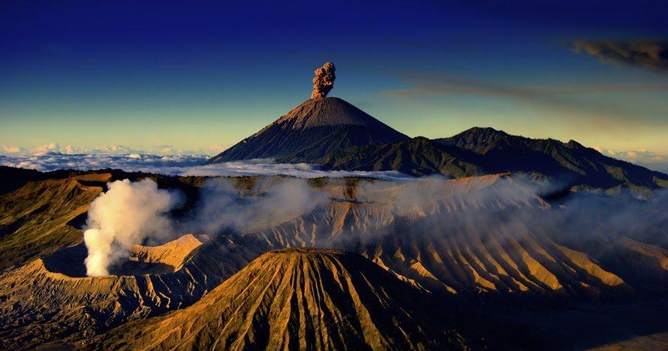 Volcán en Java, Indonesia