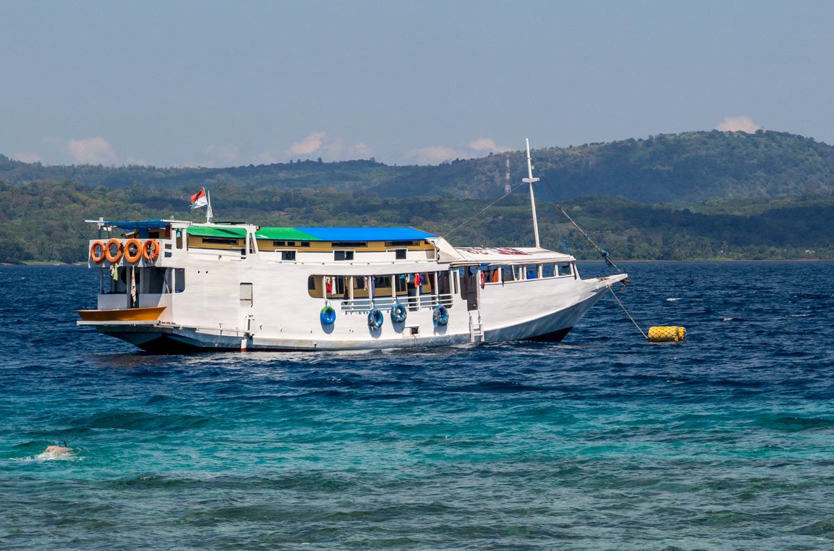 Barco Hacia Komodo,FLores