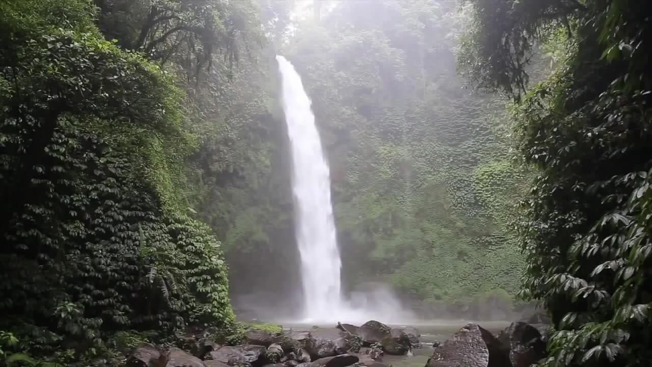 Cascada  Nungnung en el norte de Bali