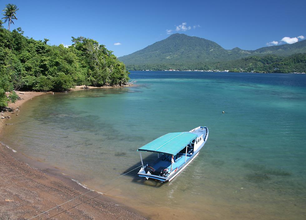 Playa en Bitung, Indonesia