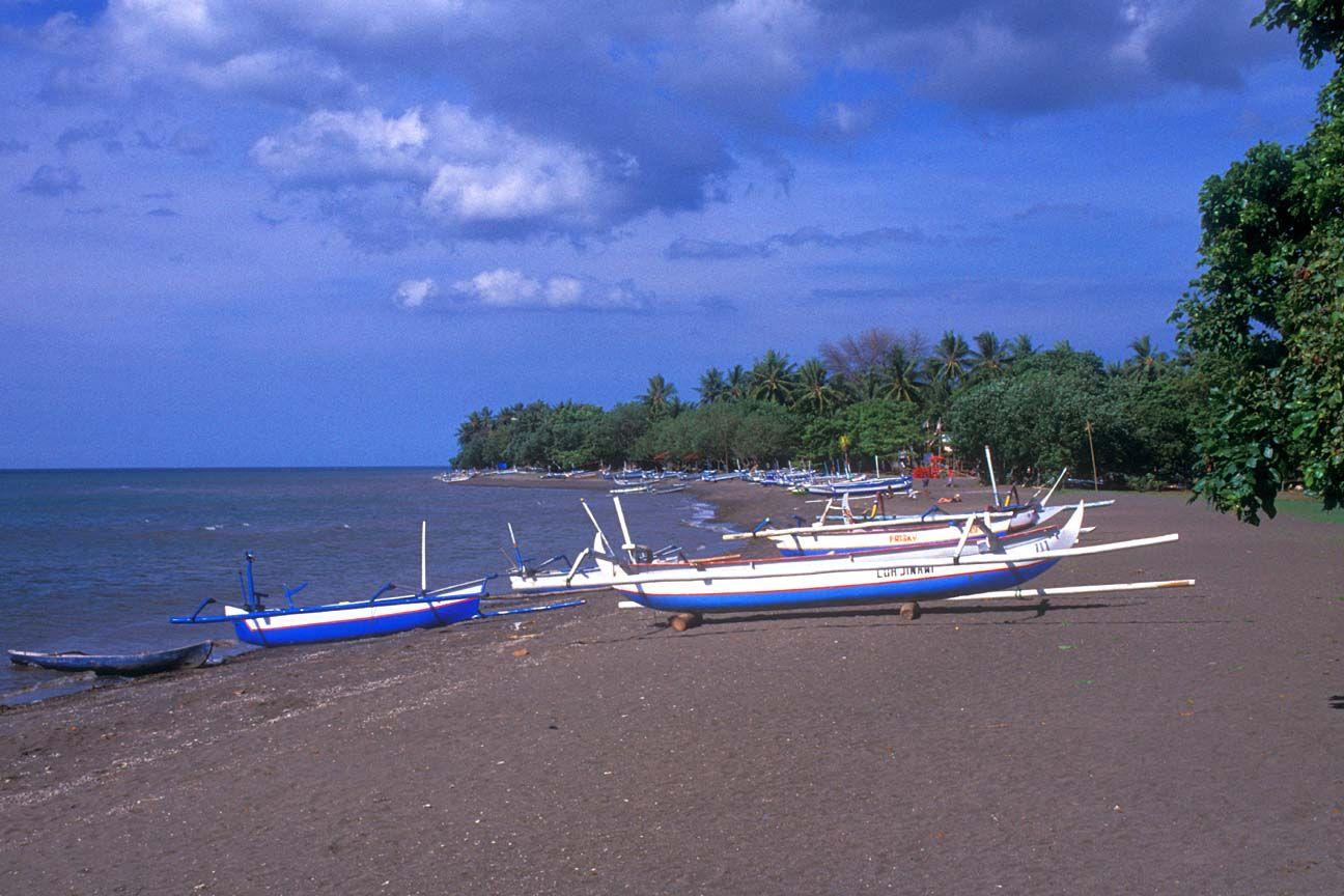 Playa Lovina, Bali - Excursiones con delfines y playas de arena negra