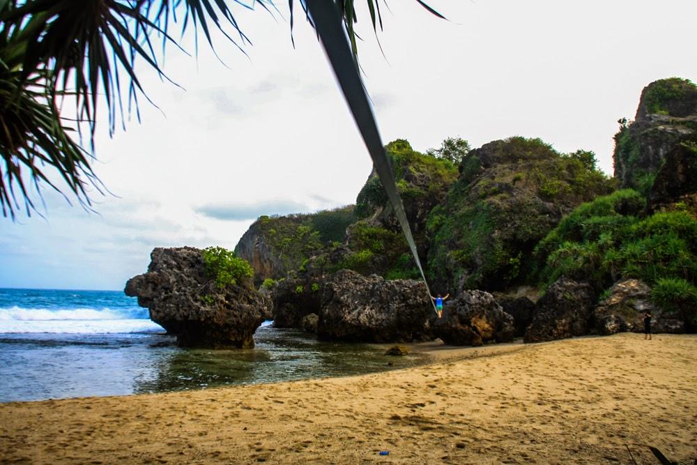 El paraíso de los escaladores de roca en Siung Beach, Yogyakarta, Java