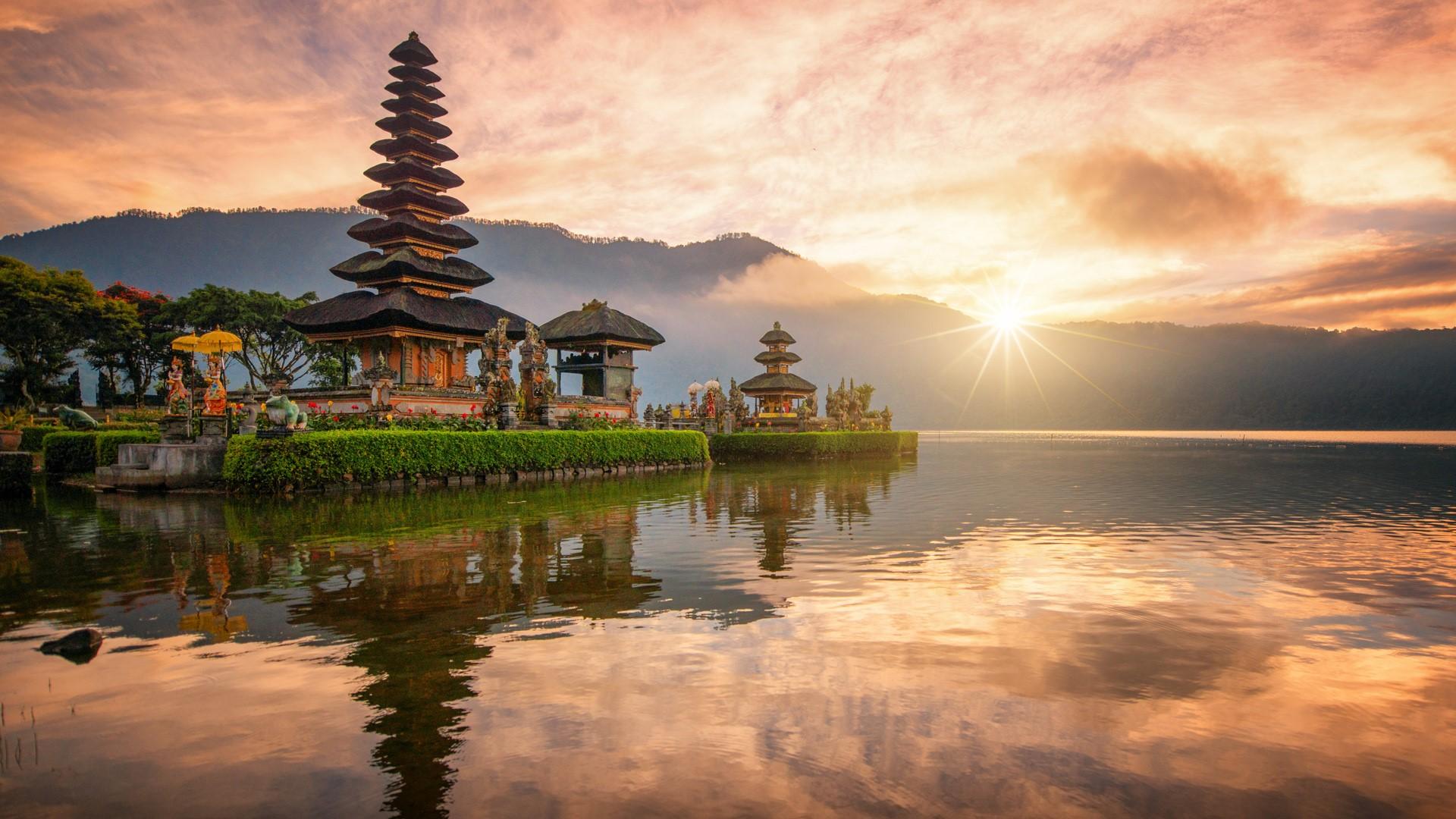 Imagen del Templo Pura Ulun Danu en el Lago Bratan, Bali