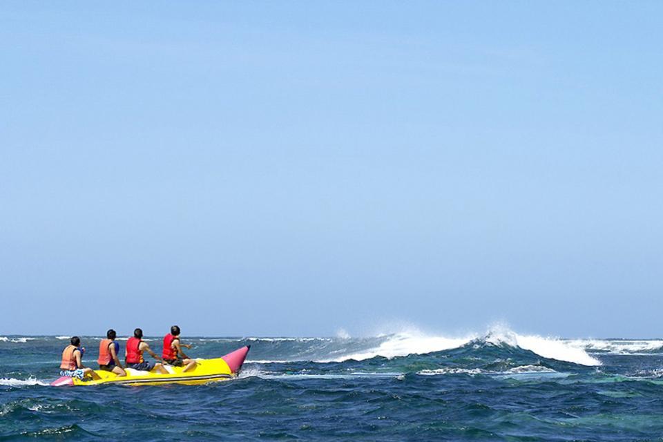 deportes acuáticos en sanur inonesia