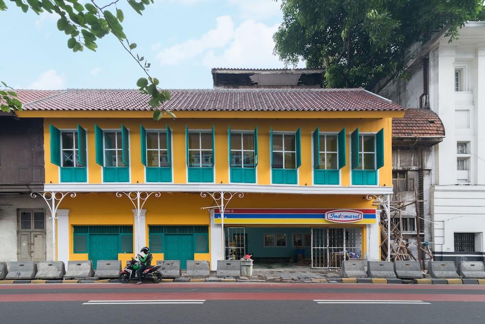 Wonderloft hostel, North Jakarta