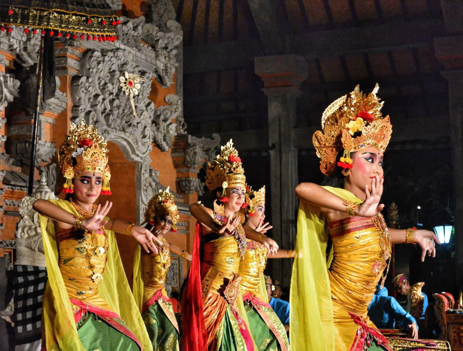 danza Legong y Barong