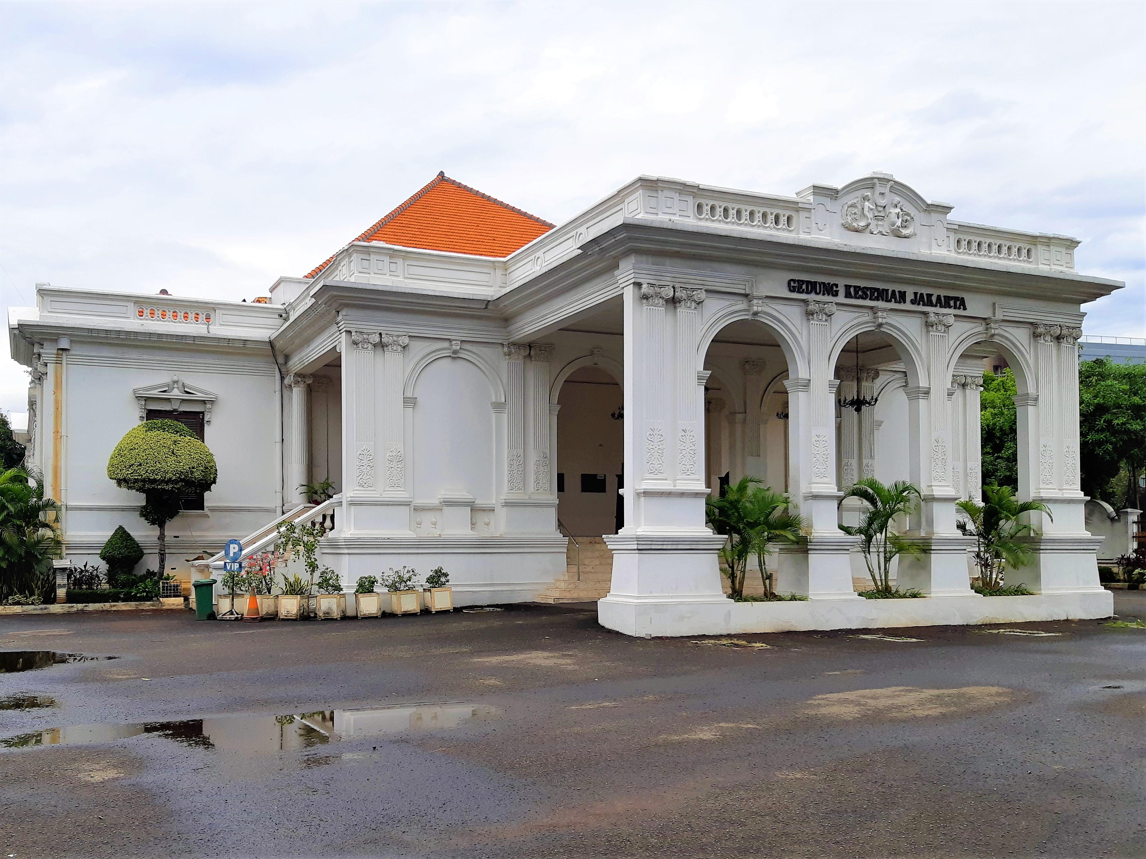 Gedung Kesenian Jakarta)