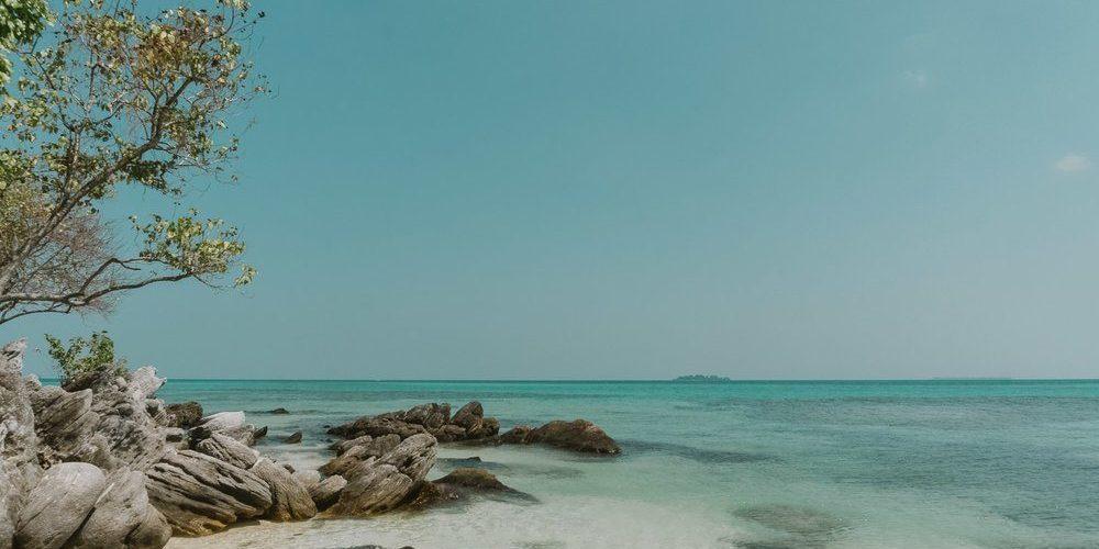 Mar claro en Karimunjawa, Java
