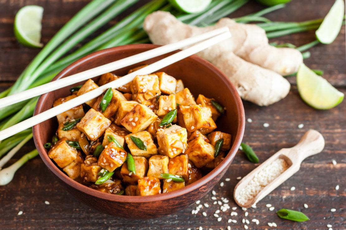 Plato de comida tofu o tempeh