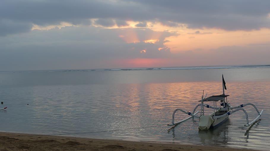 Amanecer en Playa de Sanur
