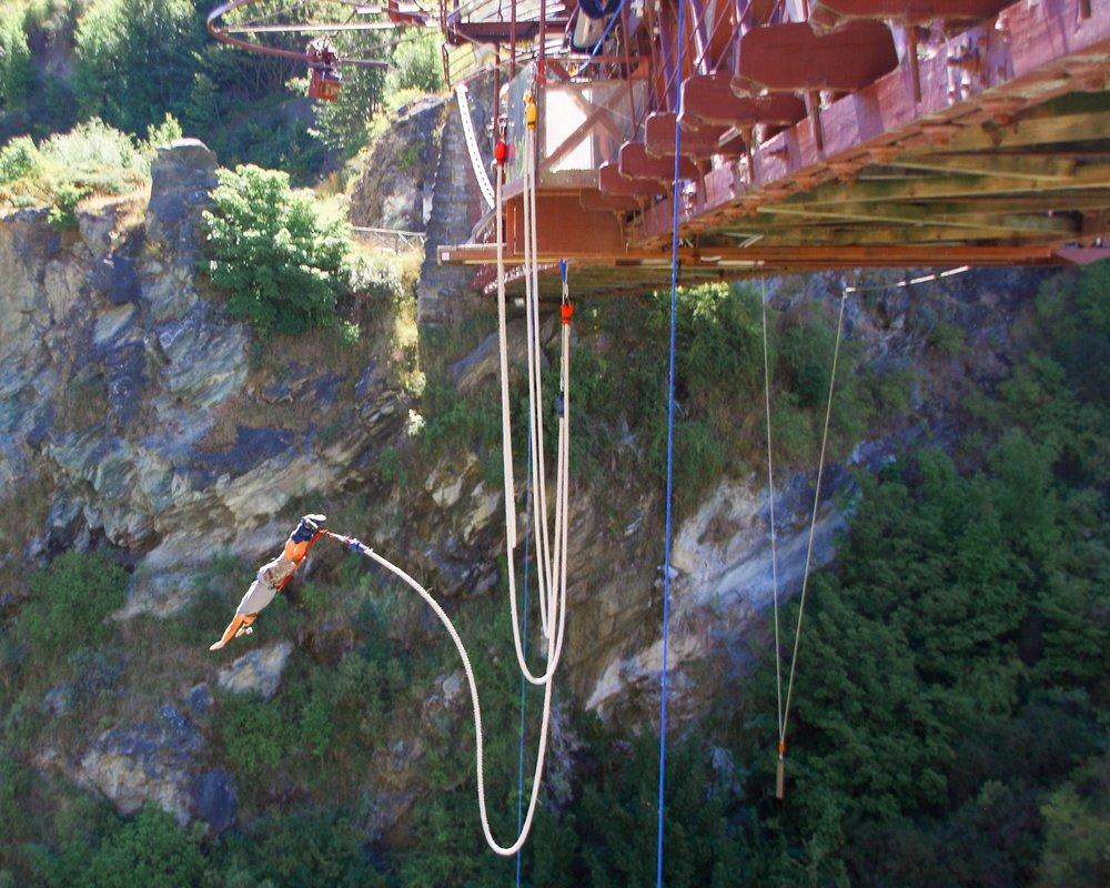 Saltar en bungee jumping