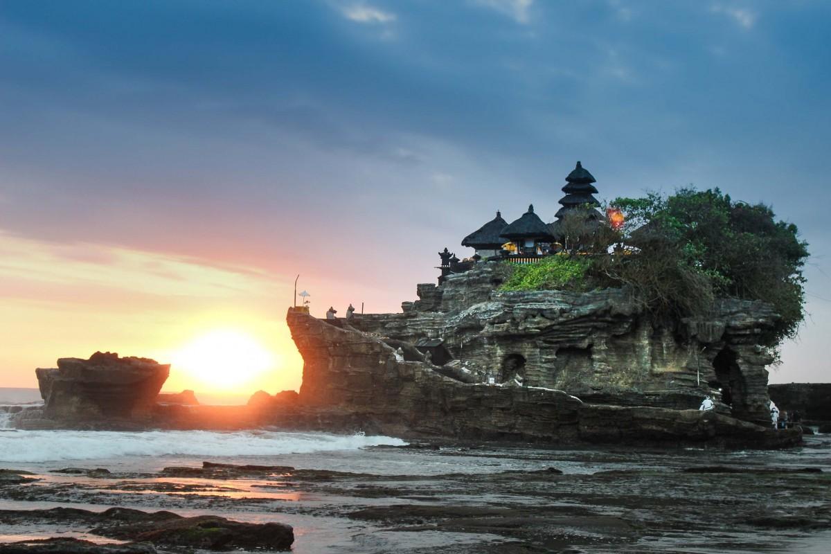 Puesta de Sol en el templo de Tanah Lot