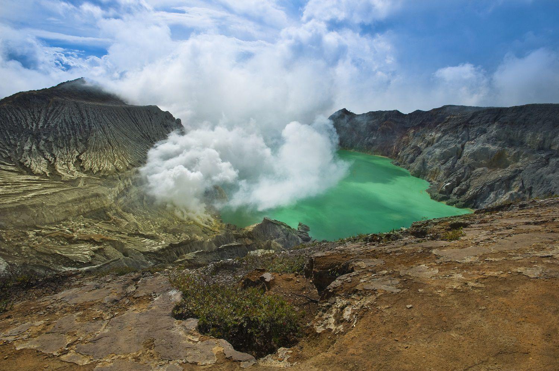 Cráter de Ijen, Java Oriental: Volcán, lago ácido y llamas azules