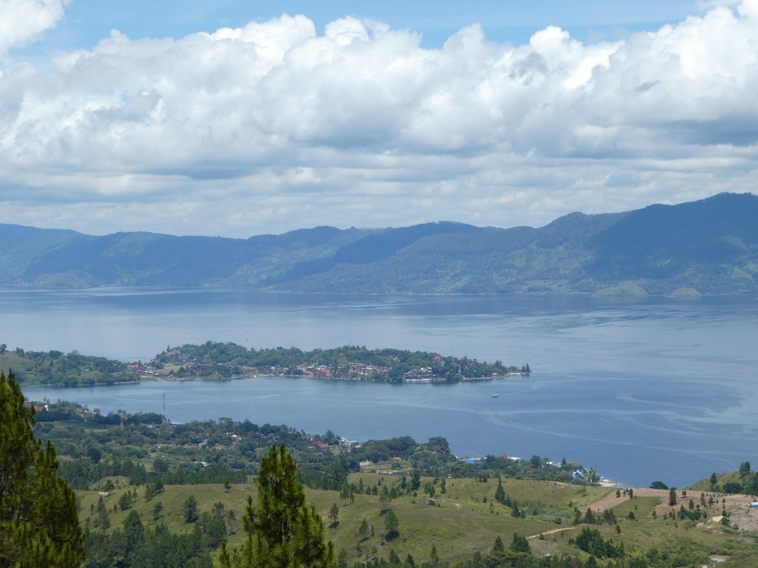 Tiendas en el Lago Toba, Sumatra
