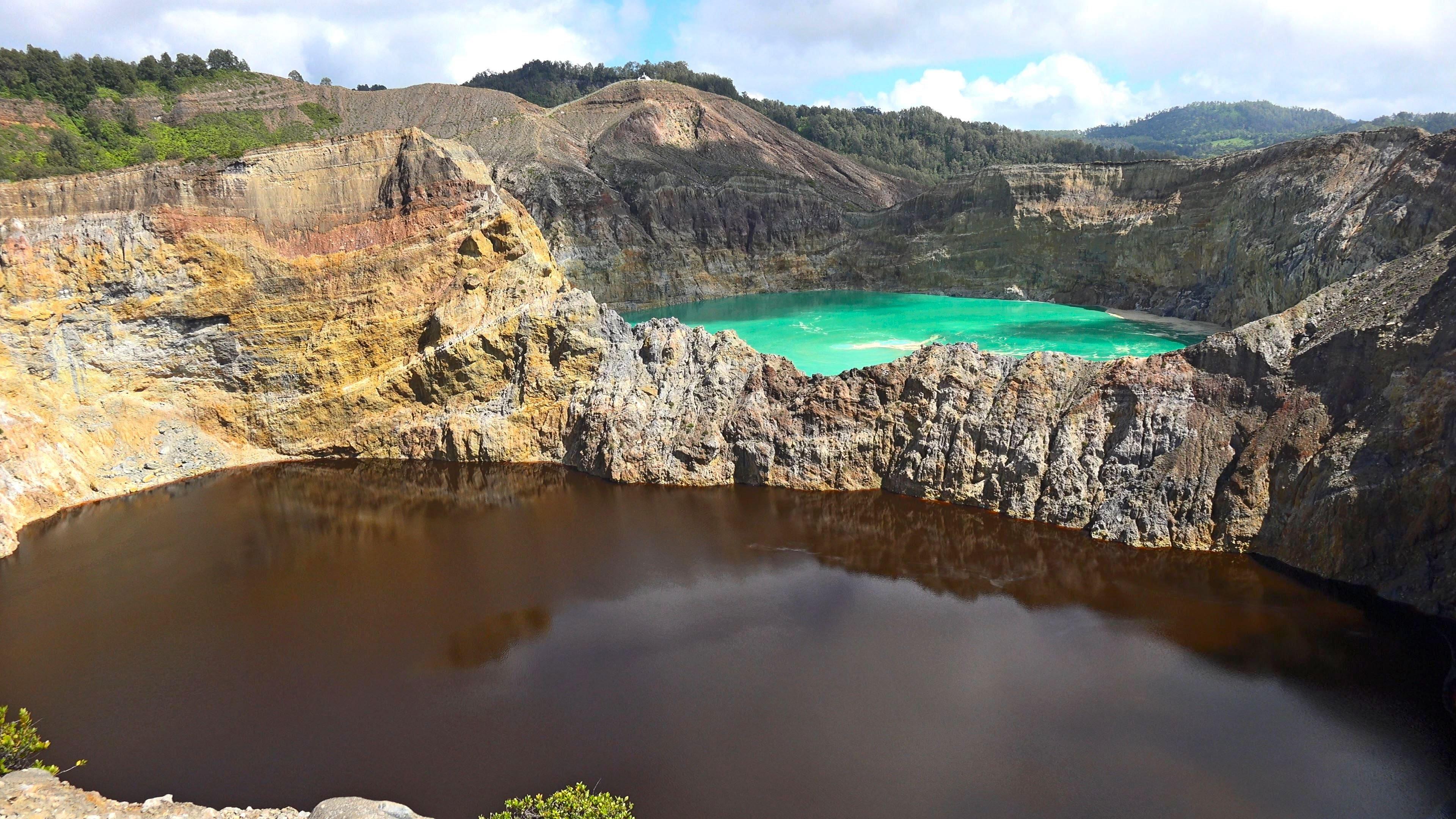 Imagen de los Lagos tricolores en el Monte Kelimutu, Flores
