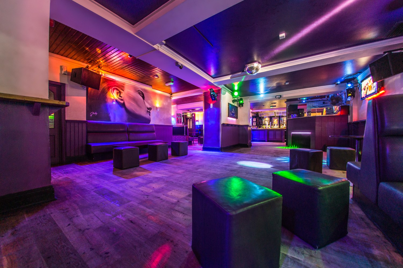 Bar nocturno M Bar Go
